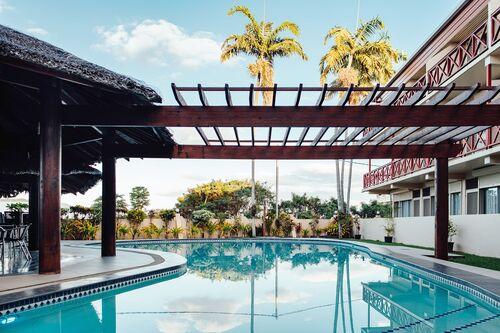 Pool + Bar